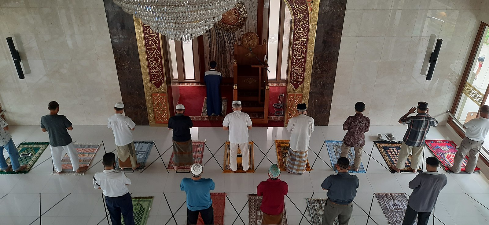 1600px-Islamic_Congregational_Prayer_with_Physical_Distancing_during_the_Covid-19_Pandemic